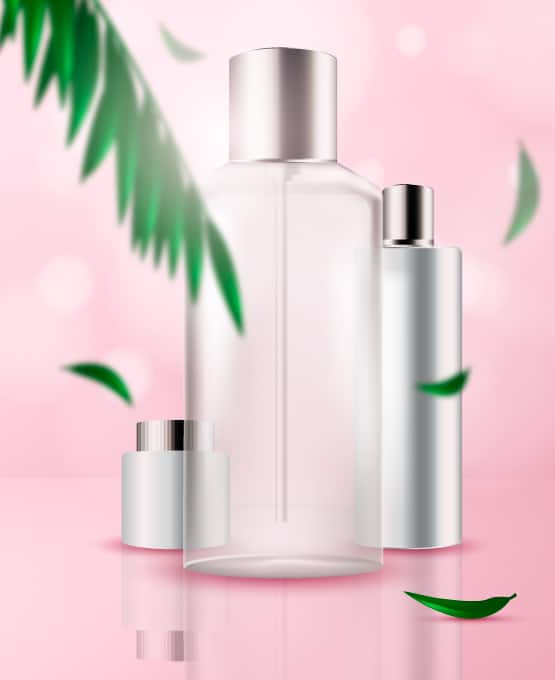 cosméticos cruelty free y naturales sobre fondo rosa